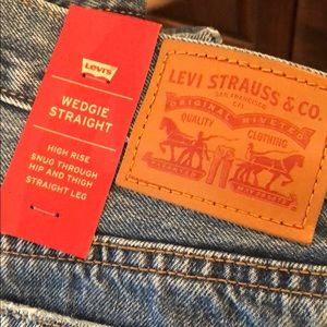Levi's Jeans - Levi's NWT wedgie straight distressed before dawn